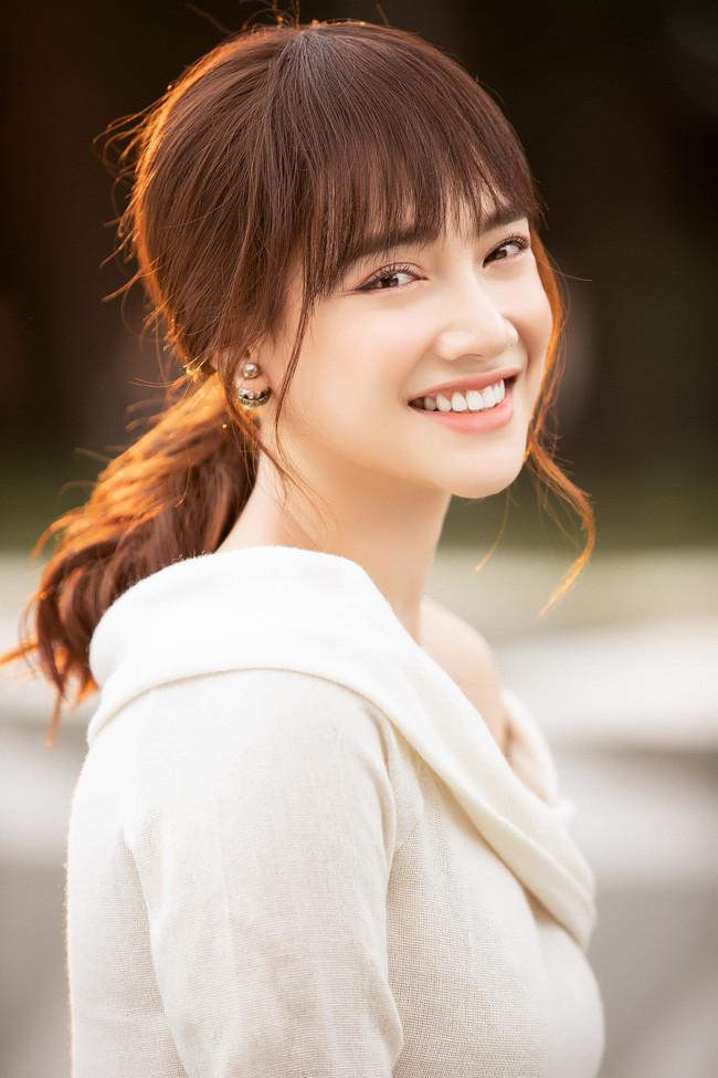 Nhã Phương khoe bộ ảnh thanh xuân đẹp xuất thần khiến CDM liên tưởng ngay đến Song Hye Kyo