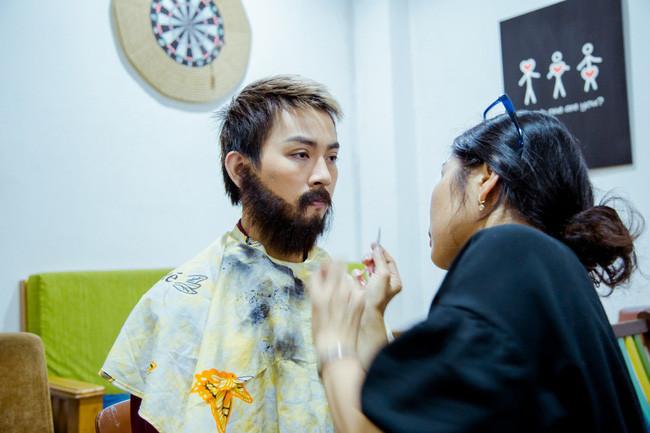Hoài Lâm để đầu bù tóc rối đi hát tại một quán cà phê, chuyện gì đã xảy ra?