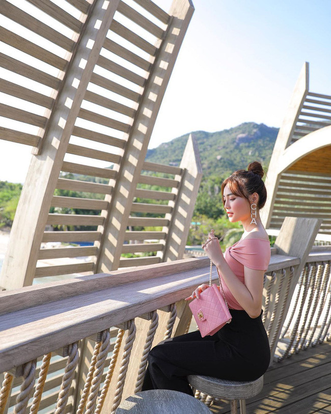 Không chỉ mới đập hộp túi Chanel hơn 100 triệu, Ninh Dương Lan Ngọc còn sở hữu BST toàn hàng hiệu đắt đỏ