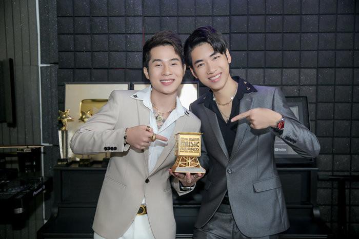 Jack và K-ICM đổ bộ lễ trao giải MAMA 2019, lần đầu tiên nhận cup Best New Asian Artist VietNam