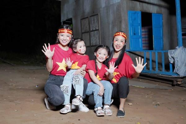 Lý Hải chơi lớn nghỉ quay xem đá banh, Mạc Văn Khoa dự đoán bàn thắng của U22 Việt Nam trong trận chung kết tối nay
