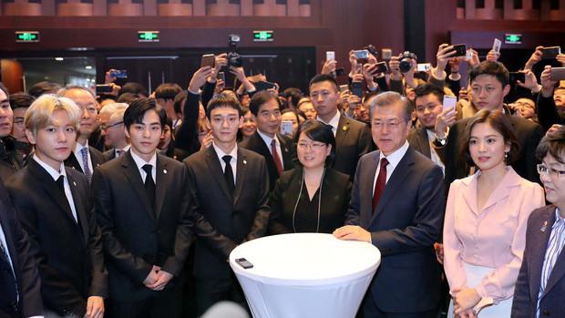 Dàn sao hàn dự sự kiện tổng thống: BTS được nhận món quà vinh dự, Yoona giản dị bên cạnh Đệ nhất Phu nhân
