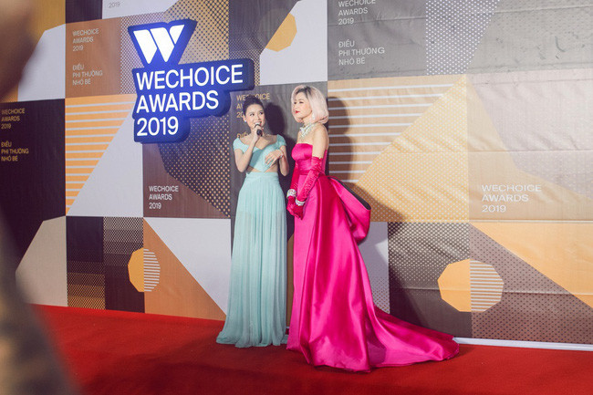 Khoảnh khắc Sam và Quang Vinh nắm chặt tay nhau khiến fan thích thú