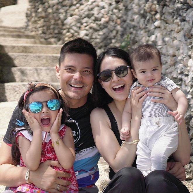 11 năm bên nhau và có 2 nhóc kháu khỉnh, mỹ nhân đẹp nhất Philippines vẫn giữ thói quen ngọt ngào với chồng