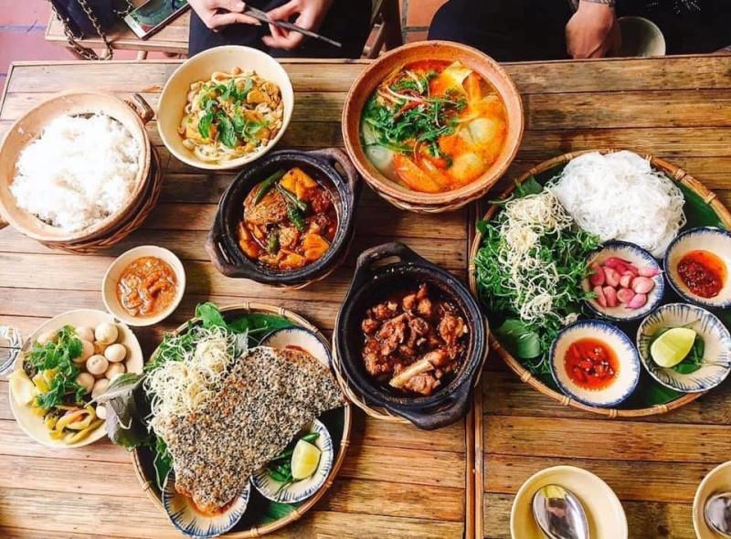 Cận cảnh menu bị chê đắt tại nhà hàng cơm quê chi nhánh mới của Trường Giang và Nhã Phương