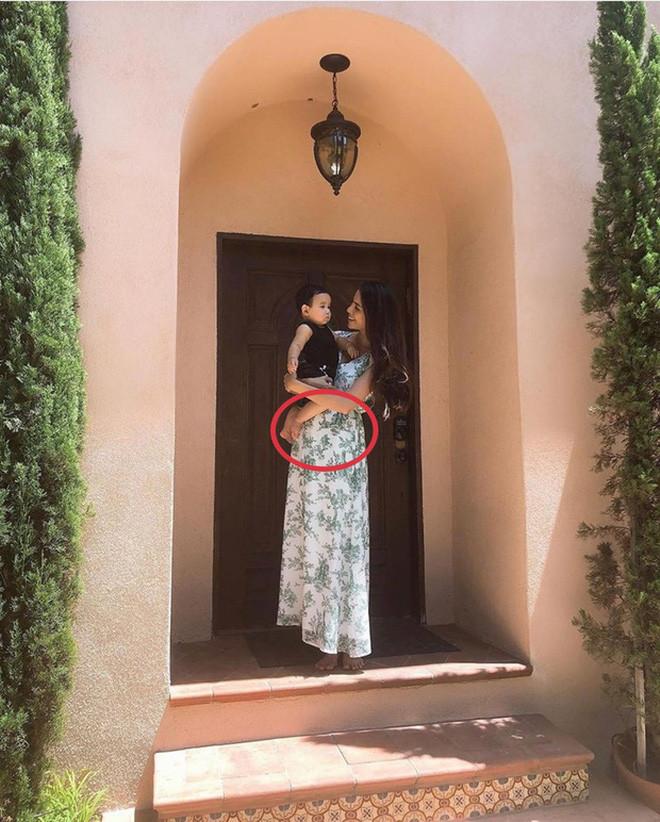 Khóa tài khoản Instagram 2 tháng vì tin đồn mang thai lần hai, Phạm Hương trở lại với hành động ẩn ý