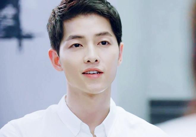 Bị cho là lạm dụng filter, Song Joong Ki bị Knet so sánh với chính mình thời còn sánh đôi với Song Hye Kyo
