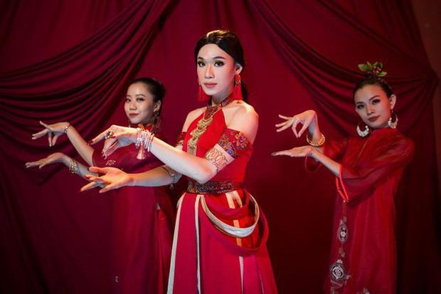 Kì lạ đó đây: Quang Trung dùng app đổi mặt thành nữ, có ai ngờ kết quả lại thành em gái ruột của Mỹ Tâm