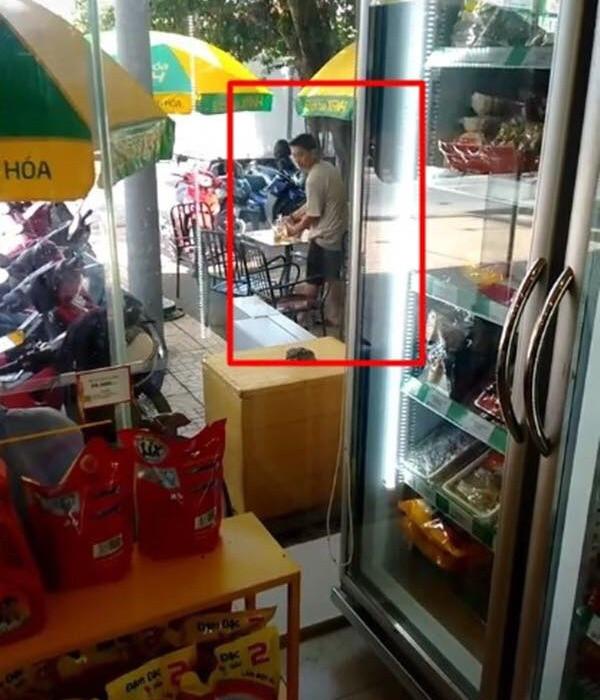 Nhạc sĩ thân thiết xác nhận Hoài Lâm đang bán cà phê nhưng không phải bán ở vỉa hè