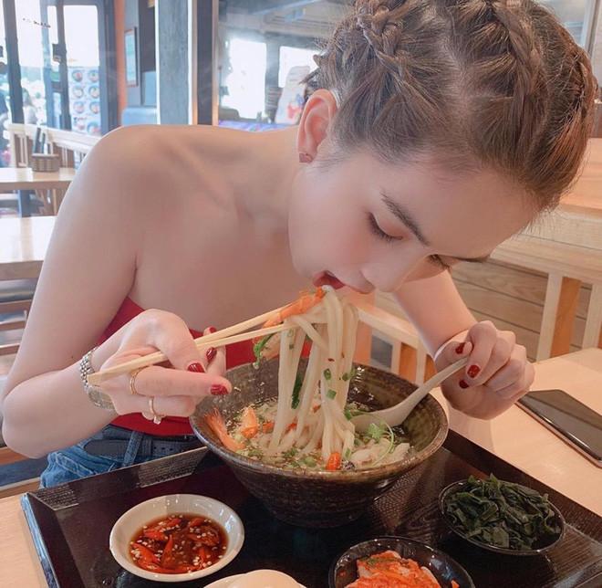 Trợ lý tiết lộ chế độ ăn của Ngọc Trinh trong ngày, không hiểu sao chị vẫn có vòng eo kỉ lục?