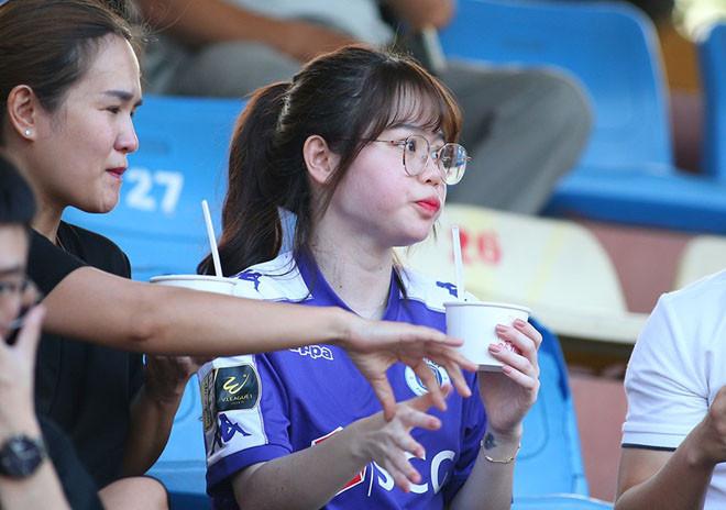 Bị đồn sửa mũi, Huỳnh Anh - bạn gái Quang Hải quay luôn clip chứng minh không dao kéo
