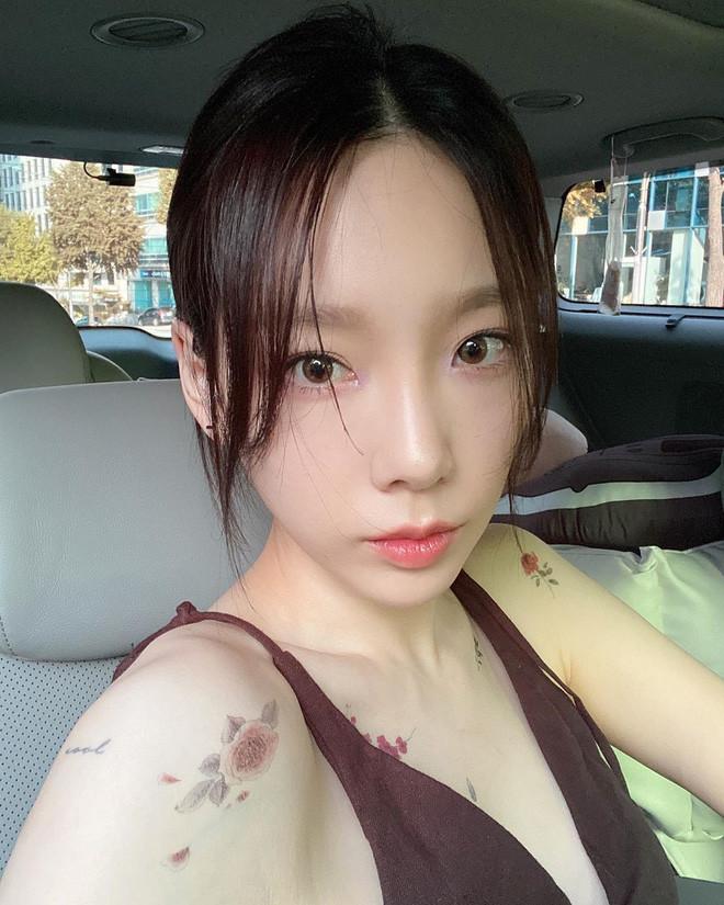 Thoát xác bánh bèo, Taeyeon hóa thành cô nàng rockchic u ám đầy quyến rũ
