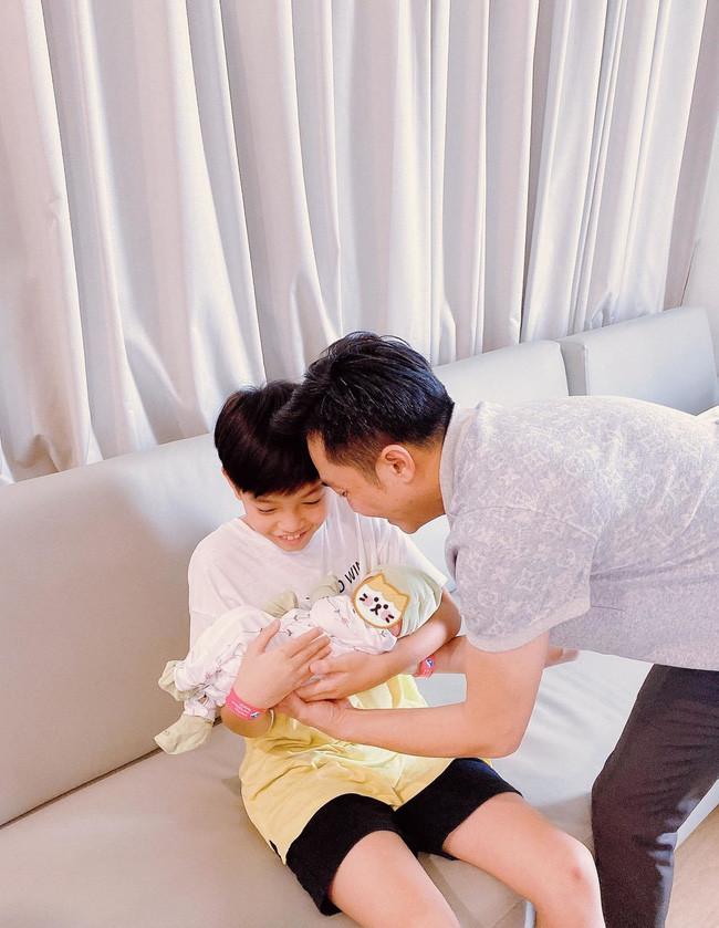 Con gái cưng mới chào đời nhưng Cường Đô La vẫn ưu tiên Subeo qua hành động này