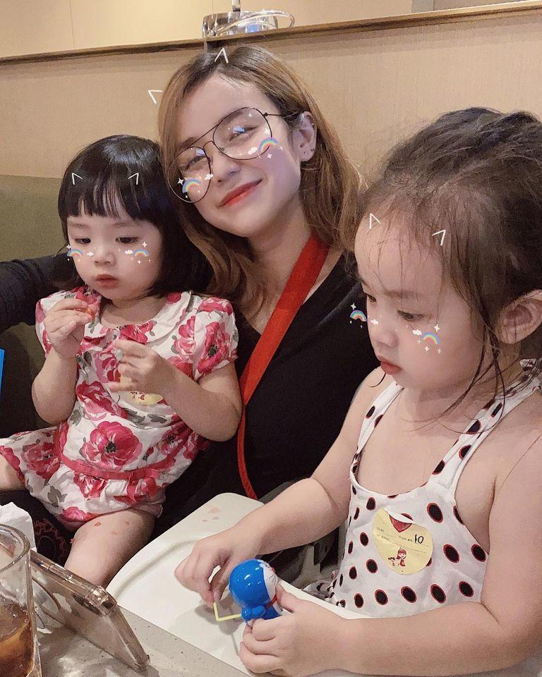 Hậu ly hôn với Hoài Lâm, Bảo Ngọc diện từ váy cưới đến bikini, vóc dáng mẹ 2 con khiến người khác phải ghen tị