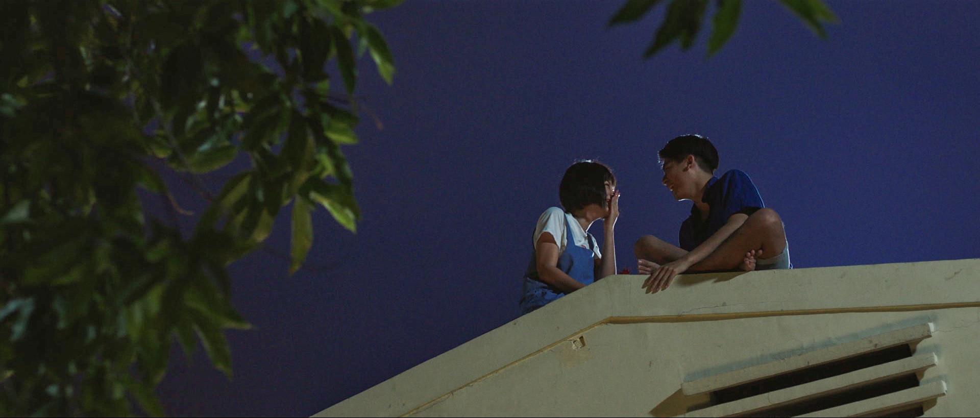 Yoon Trần Tình bể tình với Hoành Oanh trong MV nhạc Phim Ở nơi nào đó