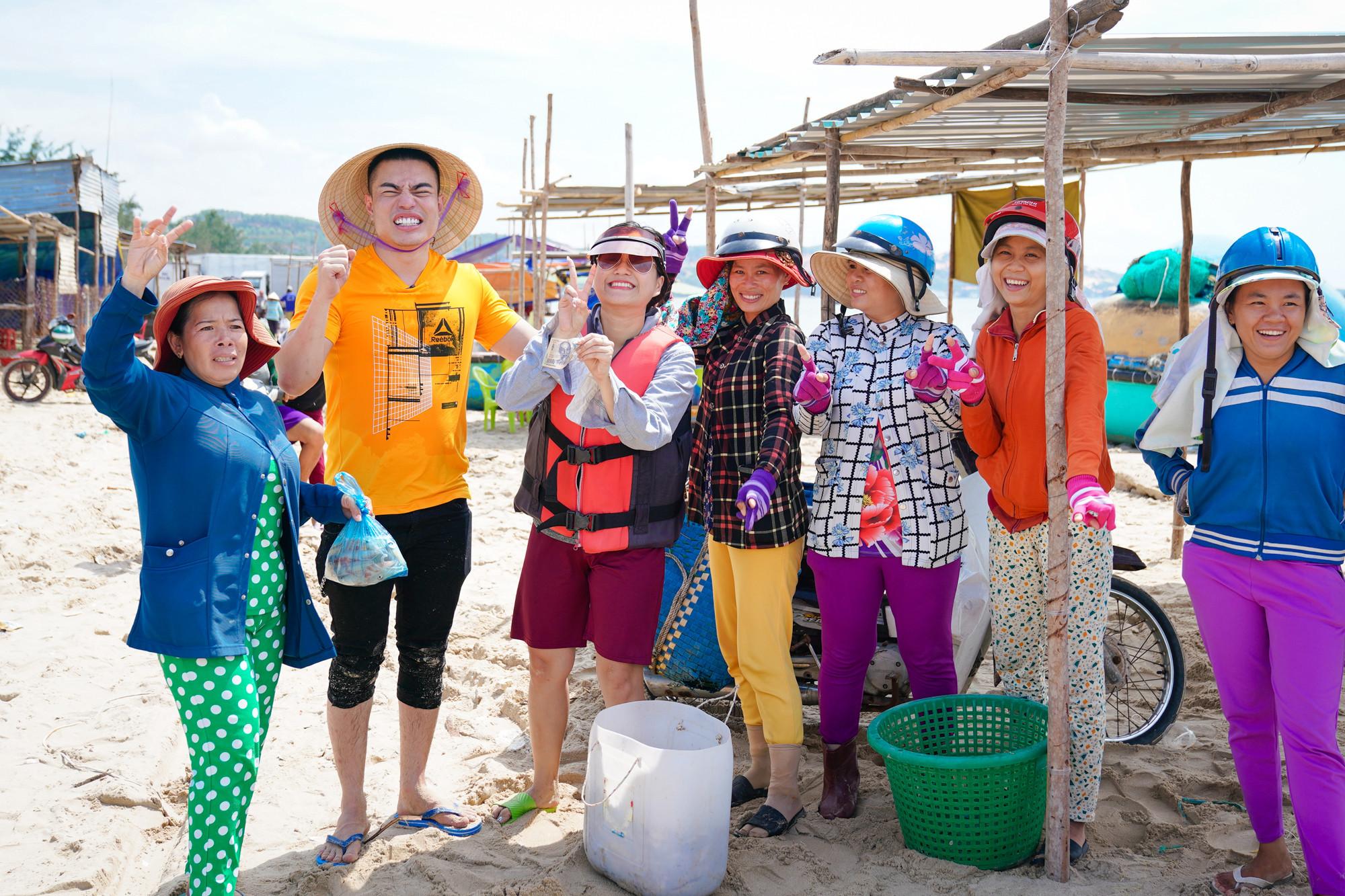 Lâm Vỹ Dạ, Gin Tuấn Kiệt, Dương Lâm, Puka đổi nghề bán hải sản ngoài  chợ cá Mũi Né