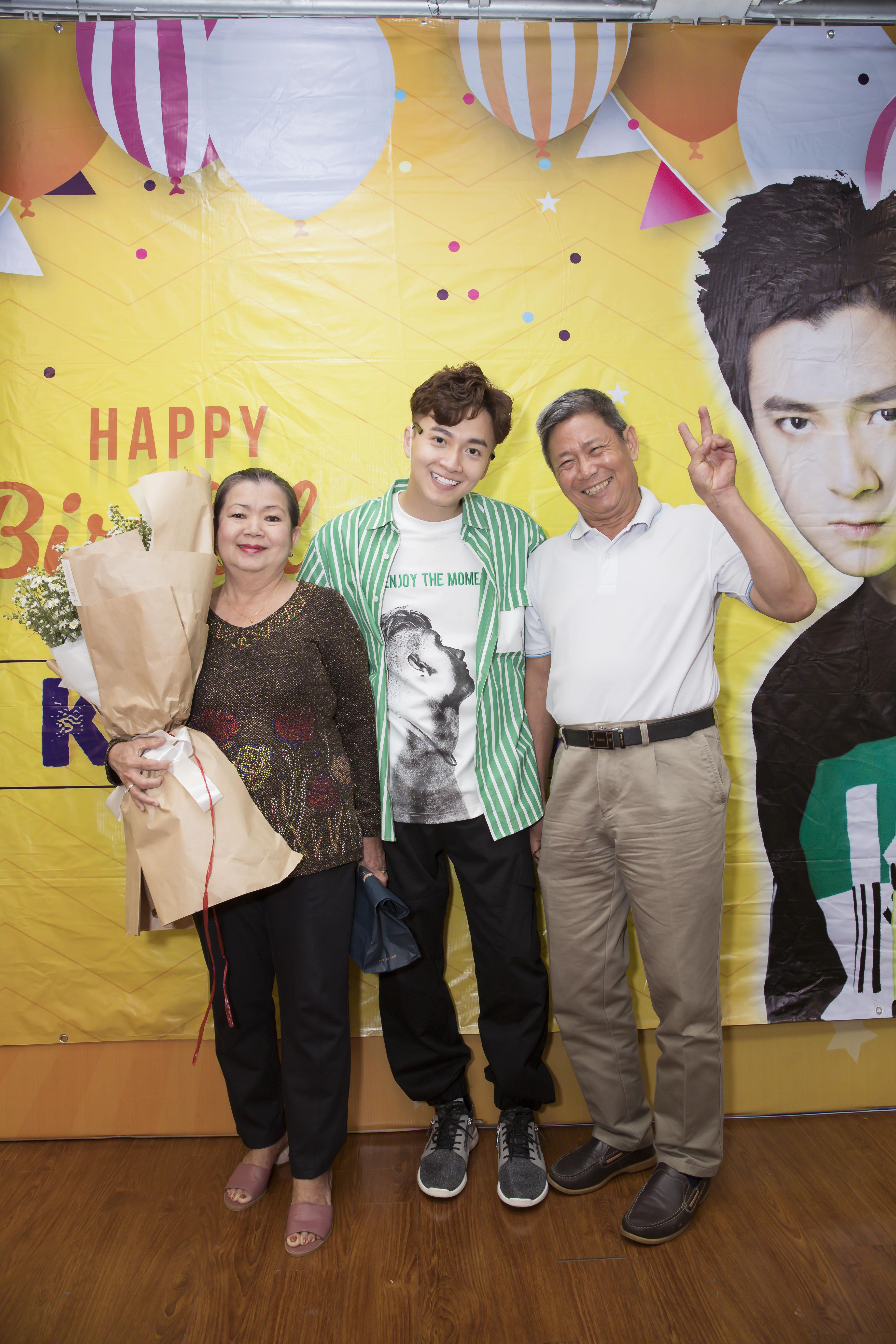 Ninh Dương Lan Ngọc trổ tài hát rap mừng sinh nhật Ngô Kiến Huy.