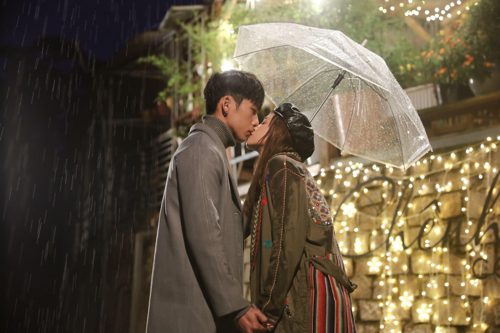 """""""21 ngày yêu em"""" tập 4: Vừa bày tỏ tình cảm, Tuấn Trần sốc vì Salim phải đi xem mắt hôn phu"""