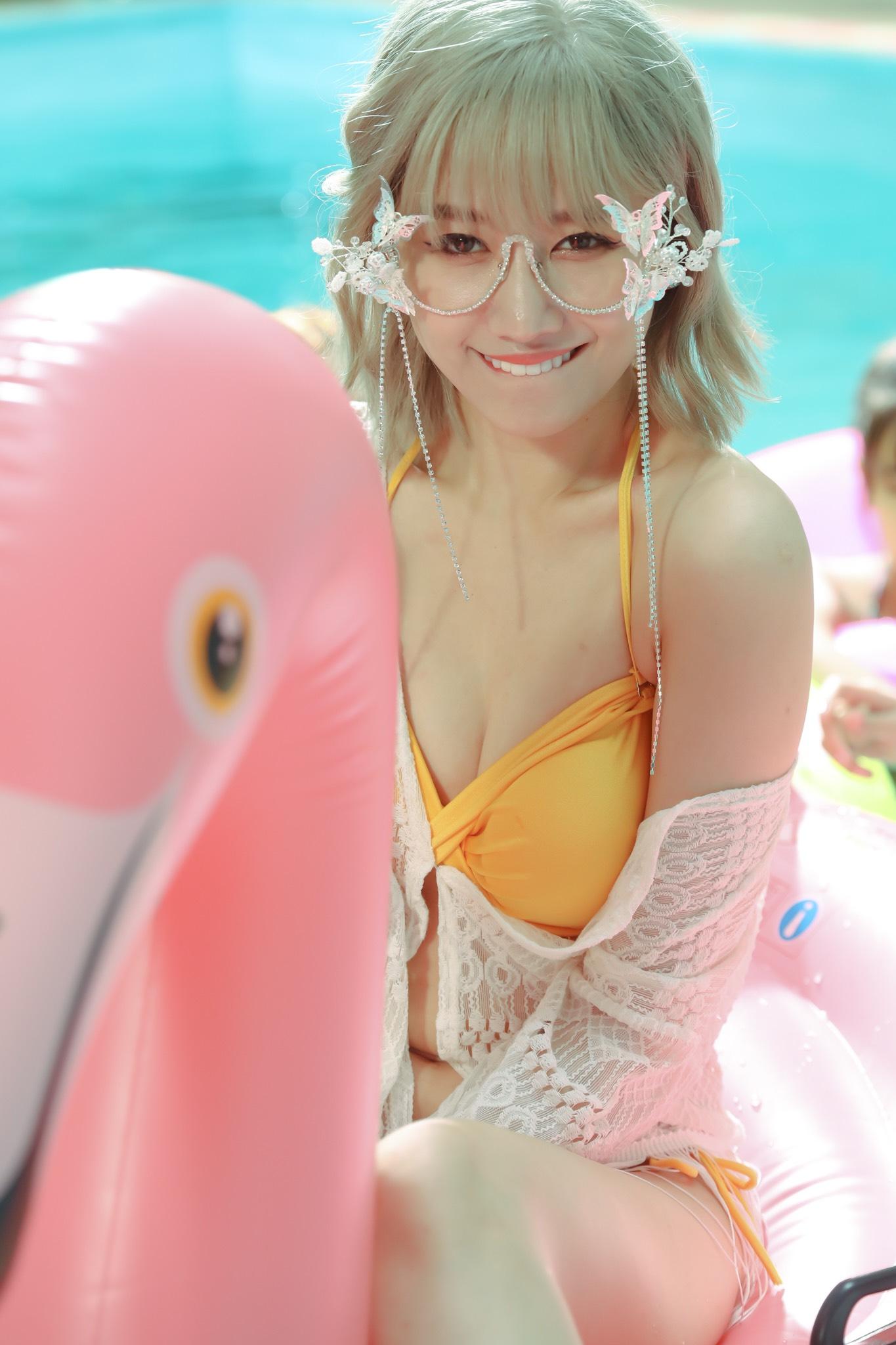 Hari Won khiến fan 'choáng' khi lần đầu diện bikini quay MV