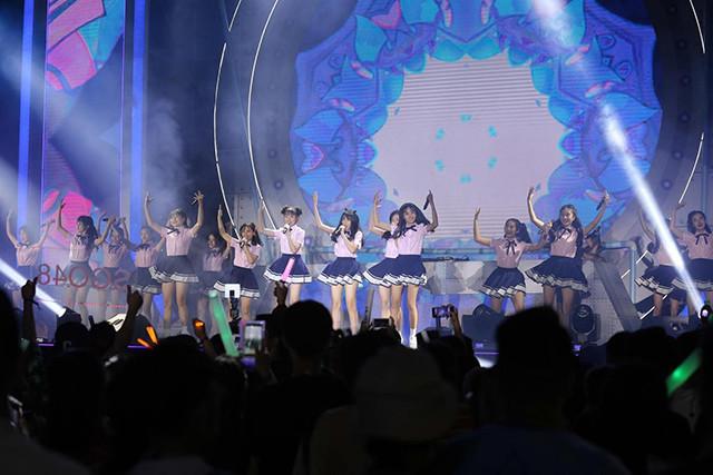 Nhóm nhạc đông nhất Việt Nam SGO48 cháy hết mình trong sự kiện âm nhạc