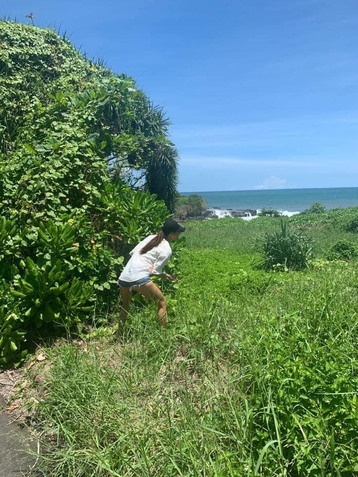 Bị trói chân tại Bali không thể về nước: Minh Tú thoát xác mentor, pose dáng thần thái bựa lầy