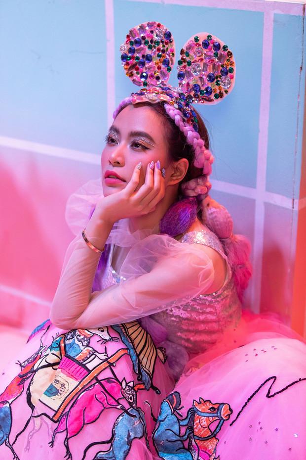 Hoàng Thùy Linh vẫn ra sản phẩm mới và sự chuyên nghiệp trong thời điểm toàn showbiz đóng băng