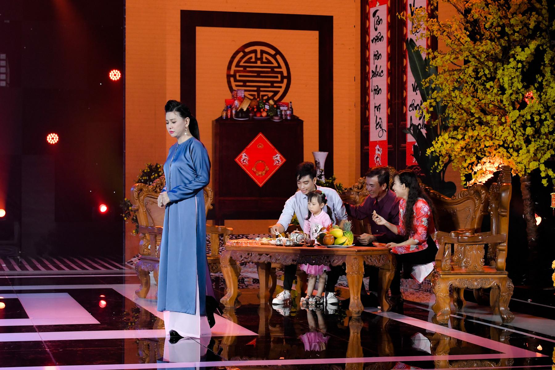Lâm Vỹ Dạ rớt nước mắt cùng Cát Phượng hát về những người đón Tết xa quê