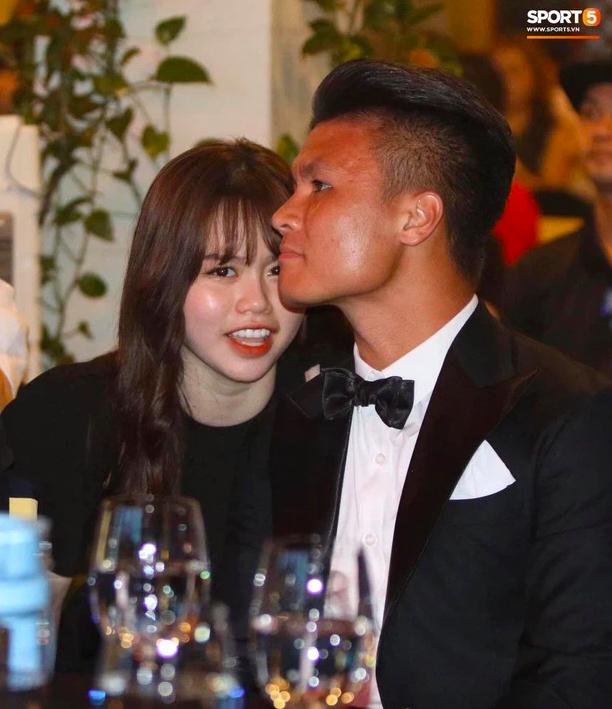 Tung clip vỏn vẹn 15s, bồ cũ Quang Hải khoe khéo nhan sắc ngày càng thăng hạng, body nóng bỏng mắt chiếm trọn spotlight