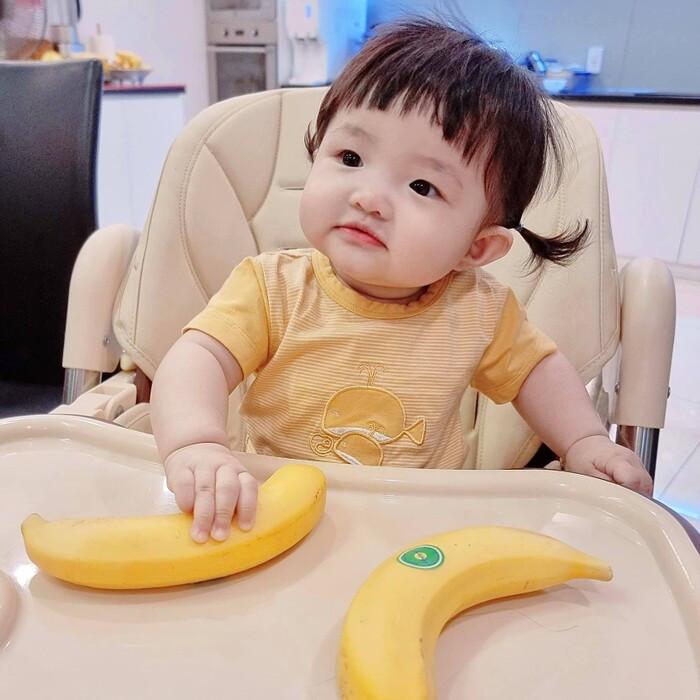 Winnie nhà Đông Nhi - Ông Cao Thắng trở lại với series ăn cả thế giới, combo biểu cảm dịu dàng cùng kiểu tóc mái ngố đáng yêu như búp bê