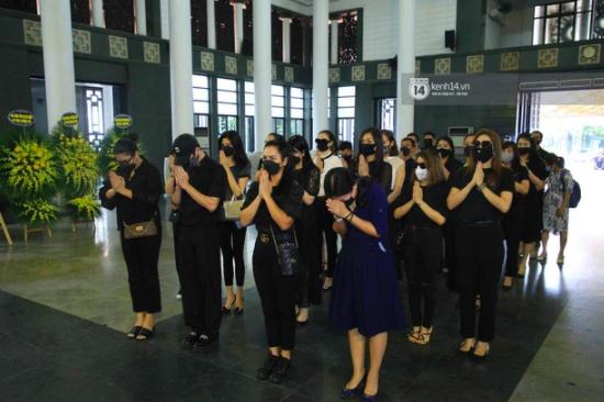 Dàn sao đến tiễn đưa Hoa hậu Thu Thủy: Diễn viên Minh Tiệp bật khóc, Đỗ Mỹ Linh và dàn Hoa hậu cùng nhiều sao Việt nén lòng