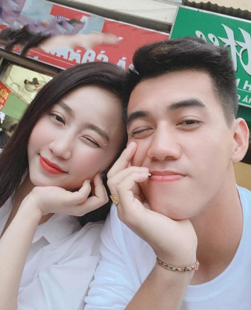Bạn gái cũ Huỳnh Hồng Loan bất ngờ đăng ảnh gần gũi cùng Tiến Linh, thêm một cặp đôi gương vỡ lại lành?