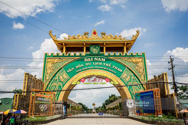 Đại gia Huỳnh Uy Dũng lần đầu nói về tin đồn rao bán Đại Nam - sang tên đổi chủ, bà Phương Hằng có hành động đầy ẩn ý