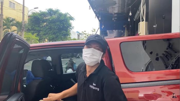 Việt Hương mua xe 700 triệu tặng chồng, thuê tài xế từng lái cho cố nghệ sĩ Chí Tài