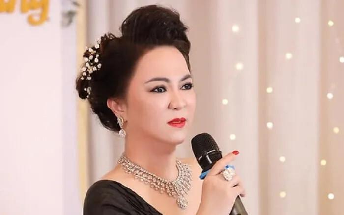 Tỷ phú Hoàng Kiều muốn đưa con nuôi Phi Nhung về Mỹ chăm sóc, bà Phương Hằng liền có cao kiến: Không cần mang về bên Mỹ