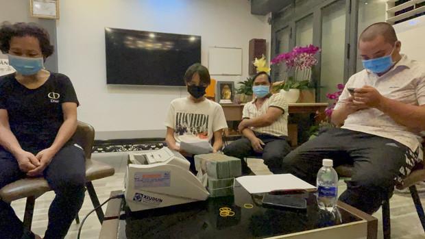 Hồ Văn Cường từng lắc đầu, tuyên bố chắc nịch 1 chữ khi được hỏi việc rời xa vòng tay Phi Nhung vào năm 18 tuổi