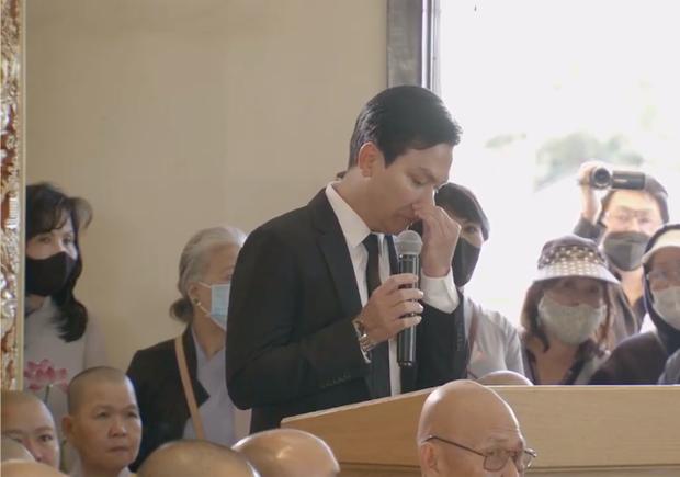 Quản lý kịp sang Mỹ tiễn biệt cố ca sĩ Phi Nhung, chết lặng trong nước mắt tiễn đưa người tri kỷ lâu năm