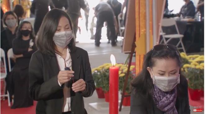 Đây là điều NS Hoài Linh đã âm thầm làm trong tang lễ cố ca sĩ Phi Nhung ở Mỹ, 1 chi tiết gây xúc động mạnh!