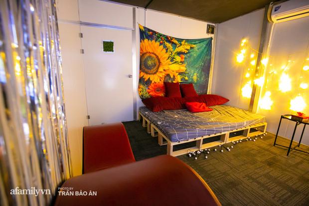 Rạp phim người lớn và thực hư bên trong với nhiều tiện nghi phục vụ như đồ chơi tình yêu và cả giường