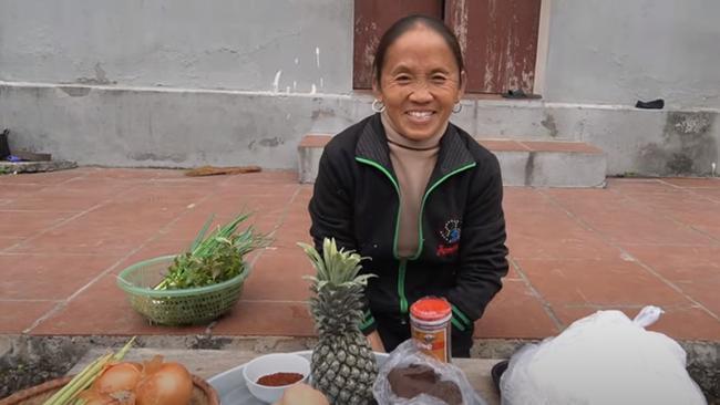 Dùng bột ớt Hàn Quốc để nấu tô bún bò Huế khổng lồ, bà Tân Vlog khiến ai cũng giật mình
